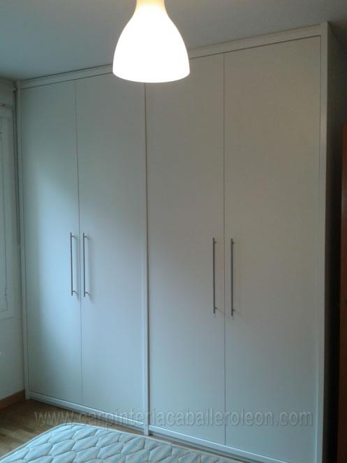 elegante mueble de puertas abatibles modelo lisas