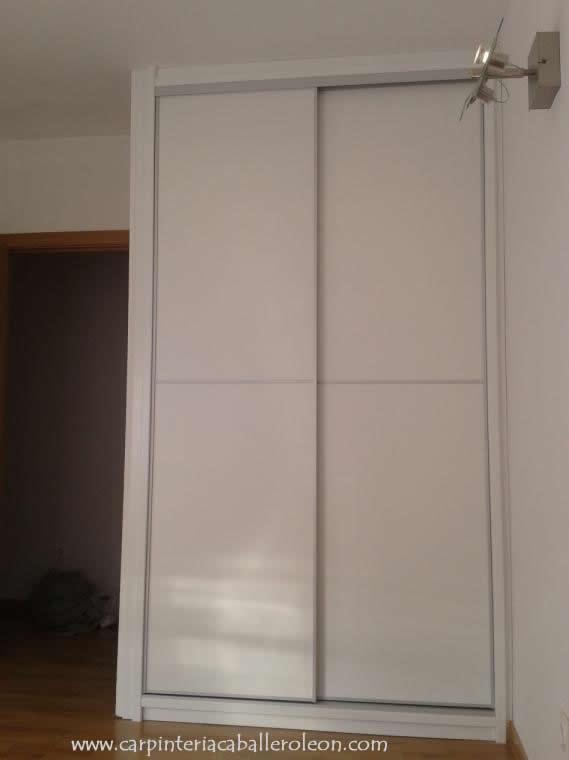 Nuevo armario blanco de puertas correderas caballero le n - Armarios empotrados lacados en blanco ...