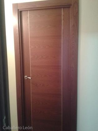 Puerta modelo sapelli rameado carpinter a caballero le n - Limpiar puertas de sapeli ...