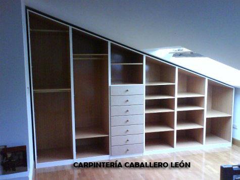 Mueble bajo techo fabricado carpinter a caballero le n - Hacer un mueble a medida ...