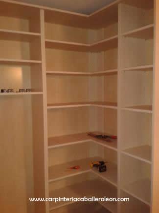 Interior de armario a medida carpinter a caballero le n - Armario en l ...