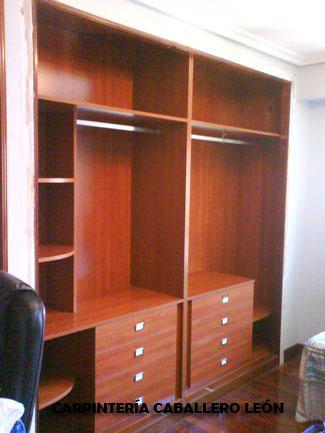 Interior de armario a medida carpinter a caballero le n - Armarios empotrados interiores ...