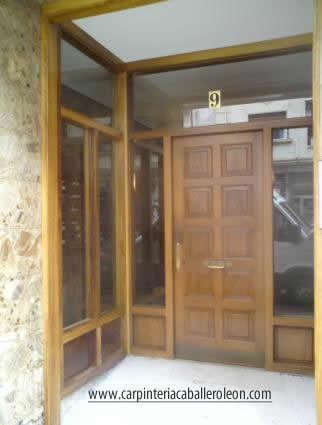 Marco de portal madera iroko carpinter a caballero le n - Portales de madera ...