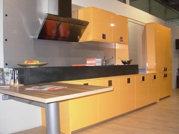 Original diseño de cocina en color Amarillo , modelo de las puertas