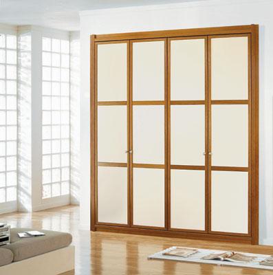 Puertas abatibles y plegables en los armarios caballero le n for Puertas japonesas deslizantes