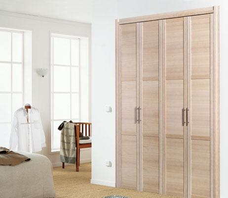Puertas abatibles y plegables en los armarios caballero le n - Armario puertas plegables ...